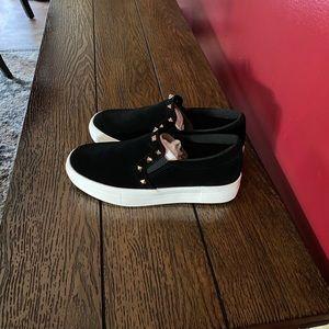 NWOT Women's size 7 sneakers